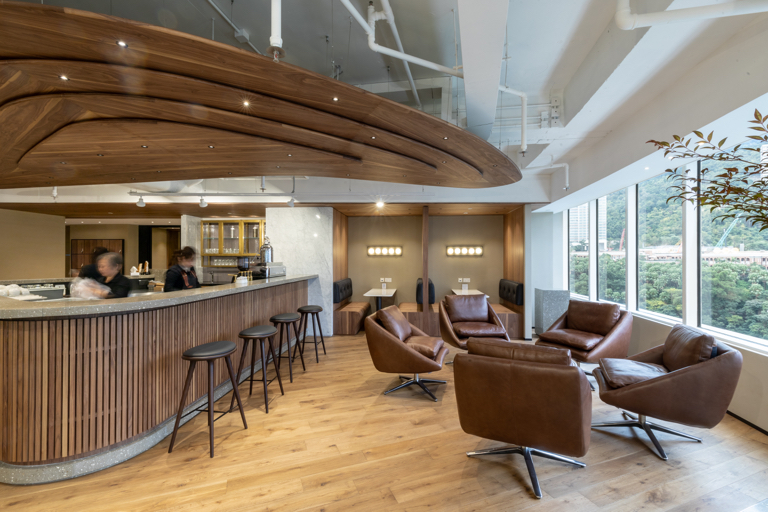 Full-Serviced Lounge and Pantry