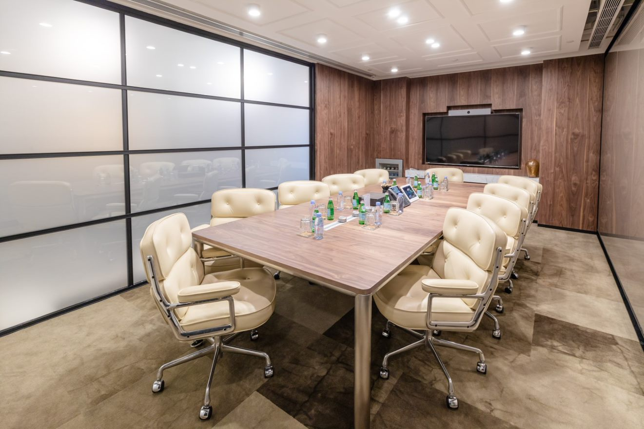 仕事の生産性を向上とプライバシーを考慮した会議室