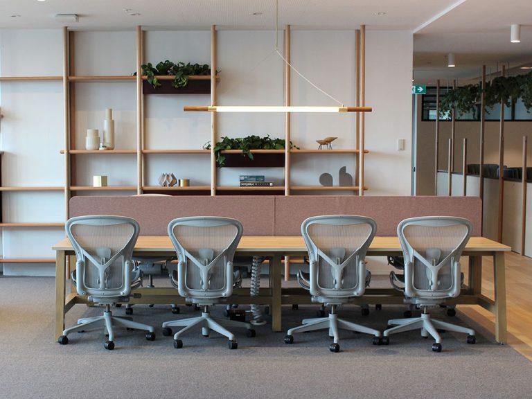 9AM Height-adjustable standing desk