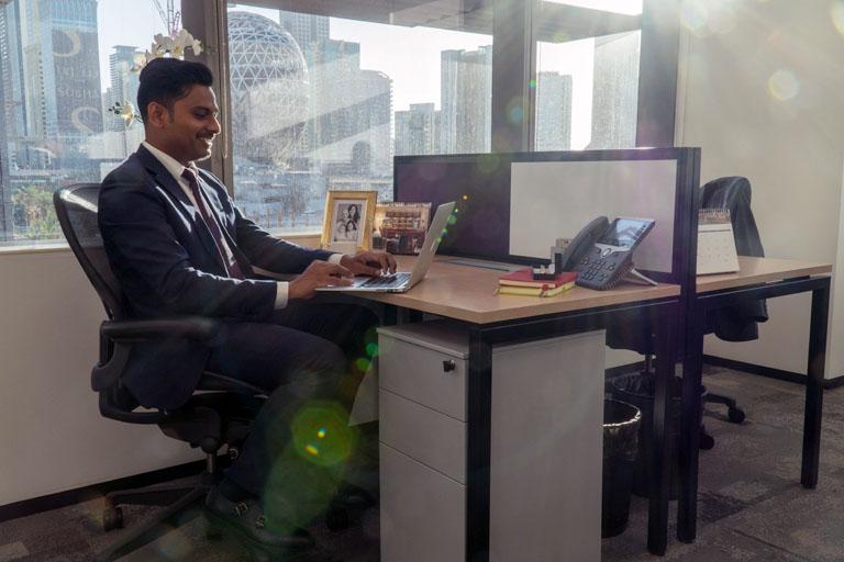 두바이 비즈니스 중심에 위치한 전용 사무실을 임대하세요