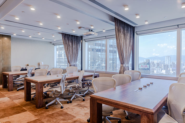 타이페이의 비즈니스 중심에 위치한 회의실에서 여러분의 다음 회의를 주최해보세요