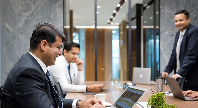 Formal_Boardroom-with-Business